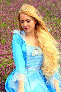 שמלה של נסיכות בת מצווה