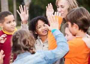 טיול שנתי בבית הספר: איך מסייעים לילד שסובל מחרדות לעבור אותו בהצלחה - ואפילו להנות?